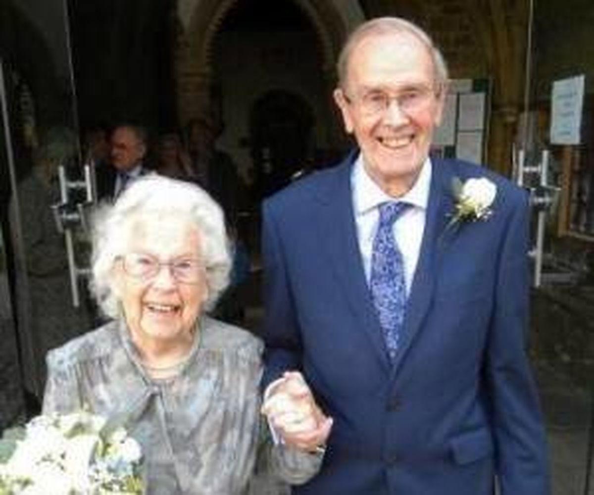 ازدواج پیرترین عروس و داماد عاشق+ عکس