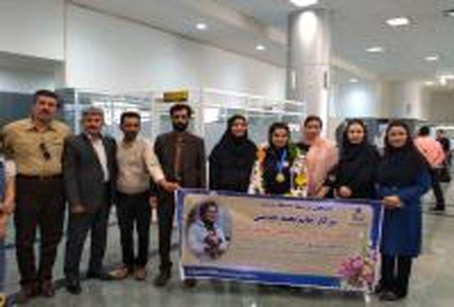 استقبال از نجمه خدمتی در فرودگاه بیرجند