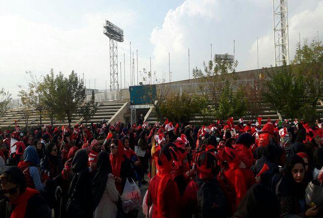 حضور پرشور بانوان سرخپوش در استادیوم آزادی/ ببینید