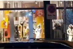 ماجرای مانکن های زنده در ویترین مغازه ها چیست؟