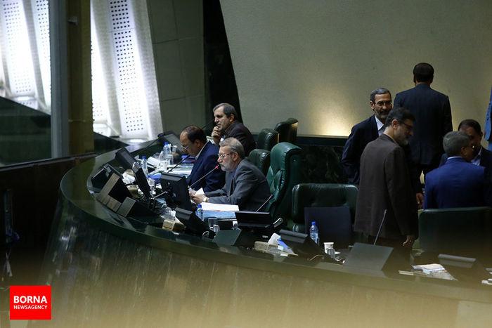 لاریجانی خطاب به یک نماینده: مظلوم نمایی نکن