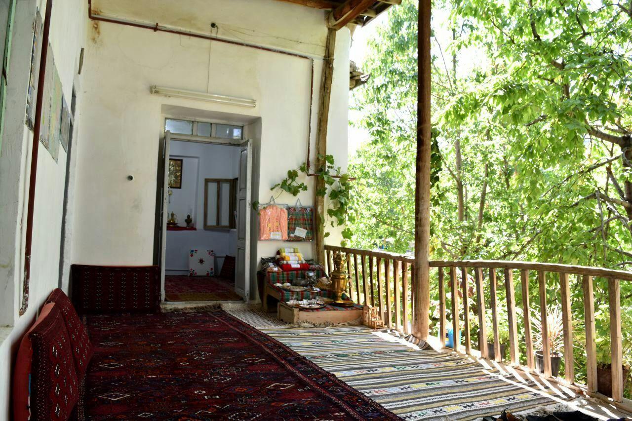 دست متقاضیان تسهیلات احداث اقامتگاه بوم گردی مانه و سملقان در حنا