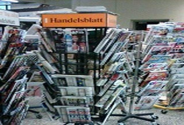 حاشیه جالب؛ روزنامه اطلاعات در کتابفروشی های وین