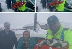 نجات جان مادر و کودک از برف و کولاک