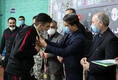 تجلیل از تیم بدمینتون رعد پدافند هوایی قم با حضور مدیر کل ورزش و جوانان استان قم