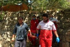 هلال احمر شمیرانات در صحنه نجات جوان سقوط کرده از ارتفاعات
