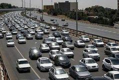 ترافیک نیمه سنگین در آزادراه کرج-قزوین/ بارش باران در محورهای مواصلاتی ۱۰ استان
