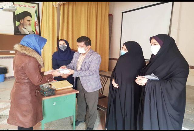 21تبلت و گوشی هوشمند بین دانش آموزان کردستانی توزیع شد