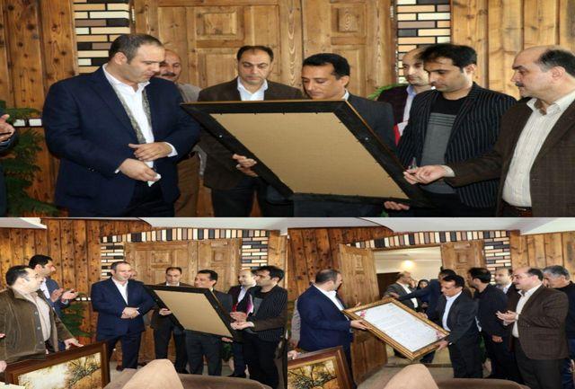 با اهدای لوح از تلاش های مسعود کاظمی شهردار لاهیجان تقدیر شد