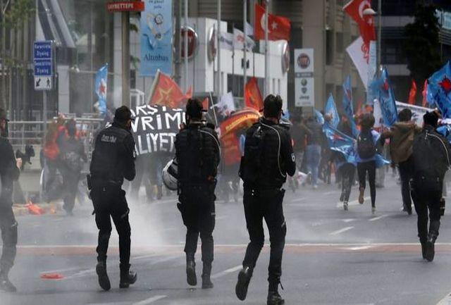 صدها کارگر معترض فرودگاه دستگیر شدند/پلیس به استراحتگاه کارگران حمله کرد
