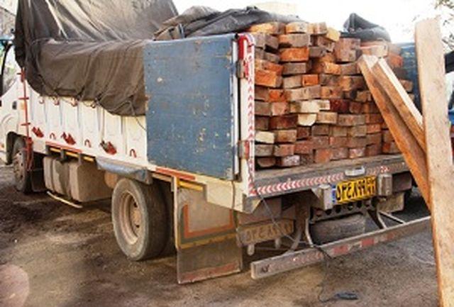 کشف چوب  قاچاق در آزادراه خرم- زال