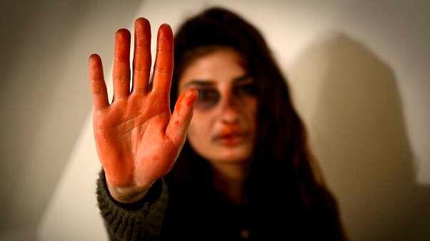 حمله وحشتناک پسر به دختر مورد علاقهاش؛ اسمش را روی صورت دختر هک کرد