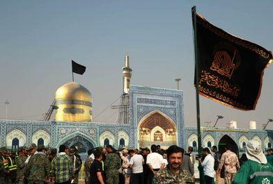 اهتزاز پرچم آستان قدس رضوی در شلمچه