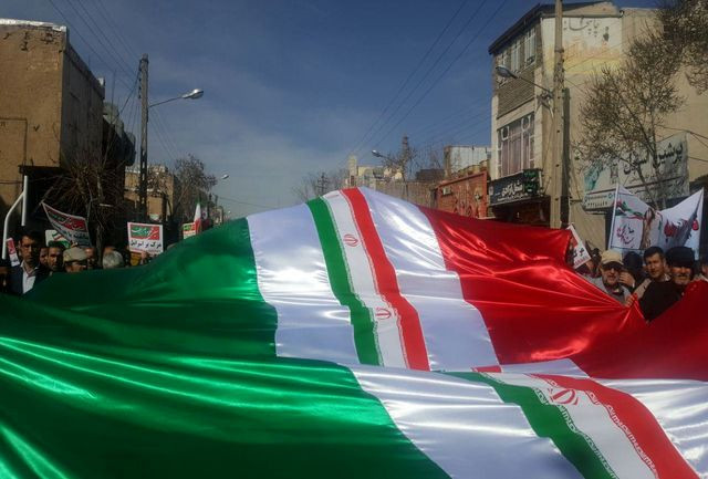 حضورپرشور مردم در راهپیمایی 22 بهمن در شیراز