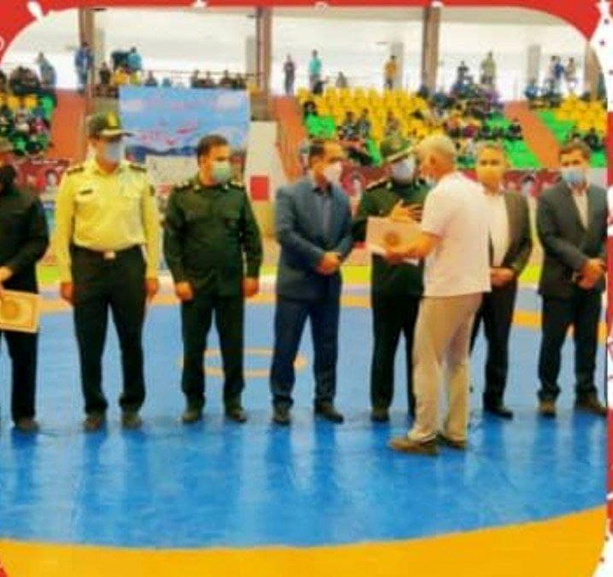 تجلیل از خانواده 15 شهید کشتی گیر الیگودرزی در مسابقات کشتی آزاد نونهالان کشور