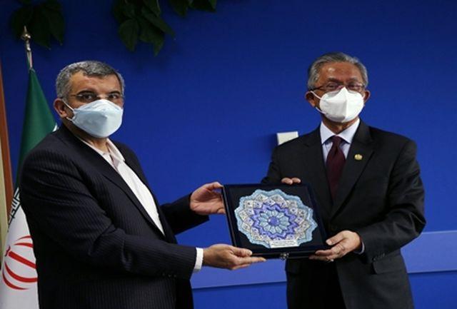 آمادگی ایران برای تولید واکسن با همکاری مالزی/ تولید 98.3 درصد داروی مصرفی کشور در داخل