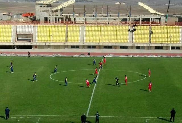 صف آرایی فوتبالیست های غفاری مقابل نماینده مازندران