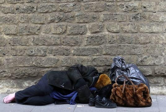 افزایش خودرو خوابی در کلان شهرها / لزوم حضور نامحسوس مسئولان اجتماعی در گرمخانهها