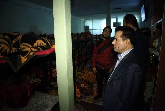 بازدید شبانه مدیرعامل سازمان رفاه، خدمات و مشارکتهاى اجتماعى از گرمخانه های تهران