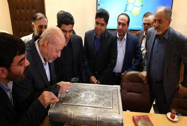 تجلیل از هنرمندان خالق نفیس ترین قرآن جهان