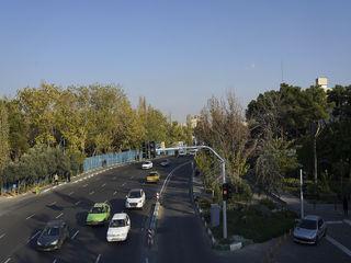آسمان آبی تهران در ساعت16