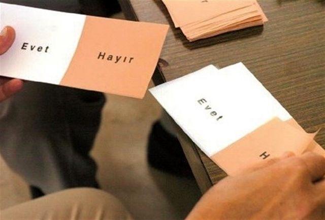 ۵۱.۴۹ درصد رای دهندگان همه پرسی ترکیه موافق تغییر قانون اساسی هستند