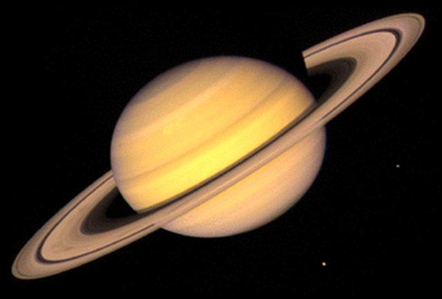 امشب  سیاره زحل در آسمان دیدنی است