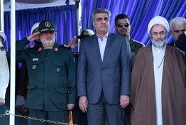 برگزاری مراسم رژه نیروهای مسلح با حضور نماینده ولی فقیه در گیلان و استاندار