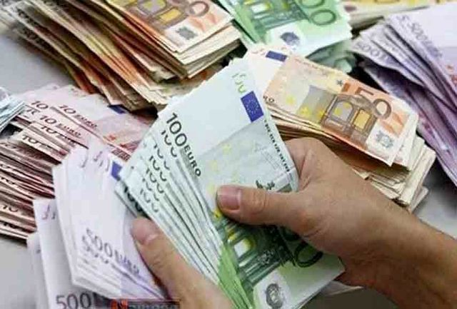 یورو جایگزین دلار شد