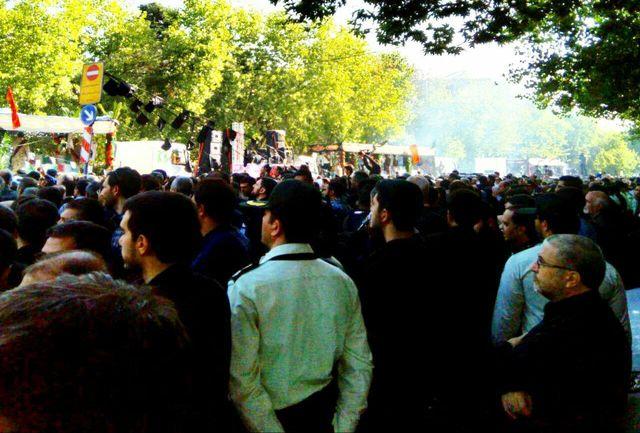 دمامه زنی در مراسم تشییع پیکر شهدای گمنام در تهران/ ببینید