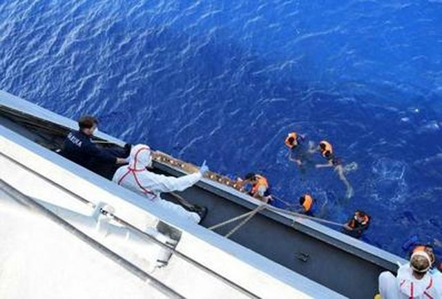 واژگونی قایق حامل مهاجران