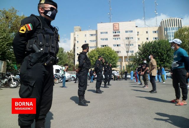 حمله نوچه شرور معروف شرق تهران به برنامه گرداندن او در خیابان های تهران + فیلم