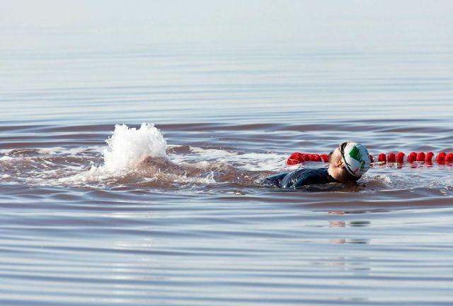 برای اولین بار در جهان: شنا با دست و پای بسته در دریاچه شور توسط شناگر ماکویی