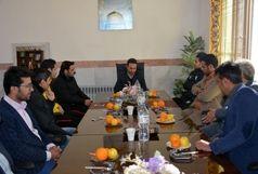 فوتسالیستهای اصفهانی از زندان اسدآباد بازدید کردند