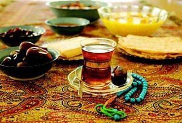 بسته های افطاری حرم رضوی در محلات و حاشیه شهر مشهد توزیع می شود