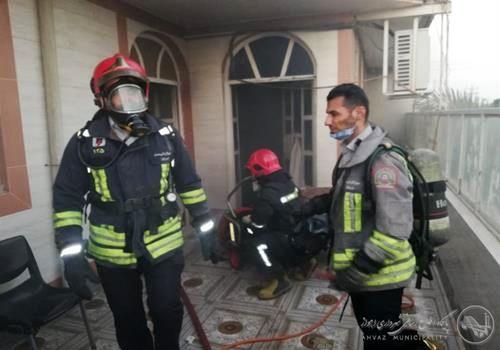 حریق ۴ منزل مسکونی بر اثر اتصالات برق