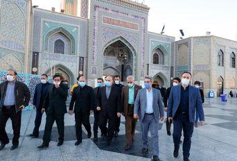 حضور وزیر ورزش و جوانان در صحن حرم امام رضا (ع)