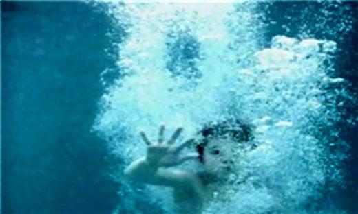 جان باختن پسر بچه ۲ ساله در حوض آب
