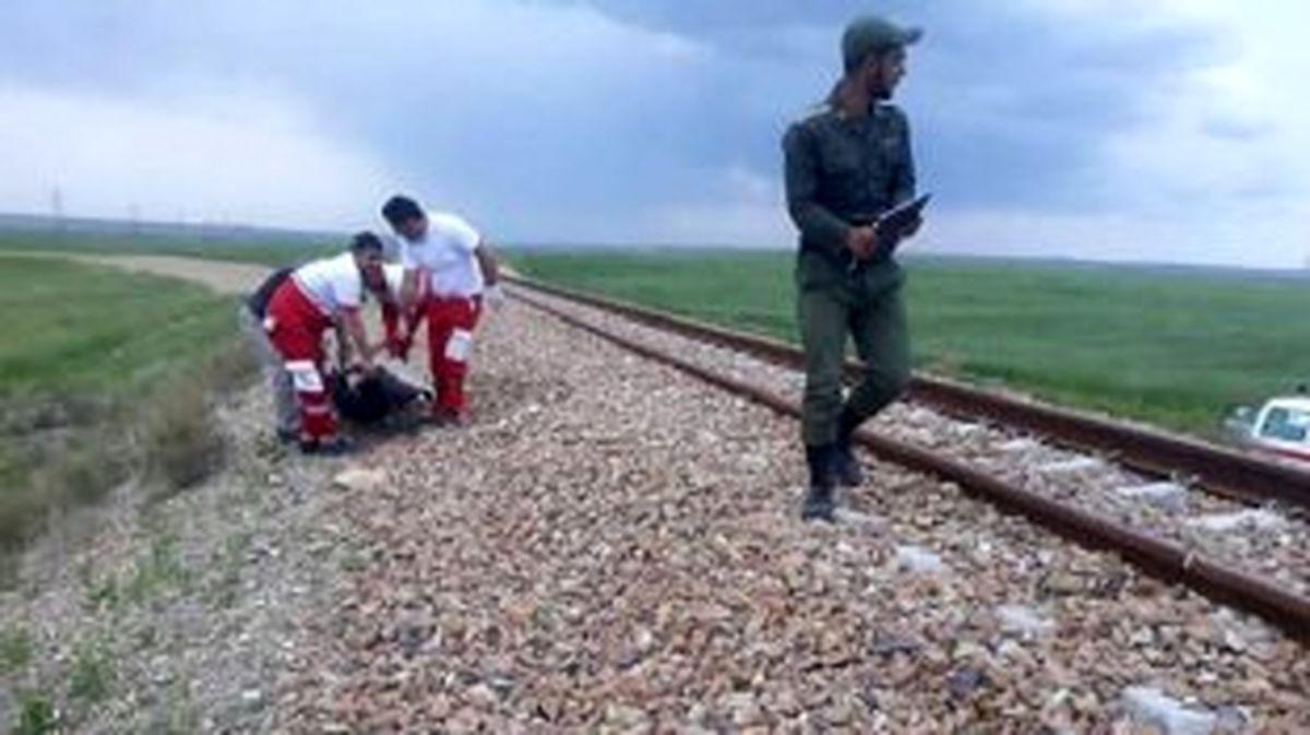 مرگ جوان ۲۰ ساله بر اثر برخورد با قطار