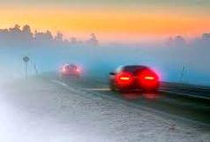 مه غلیظ در گردنههای کوهستانی زنجان حاکم شده که باعث کاهش دید افقی برای رانندگان است