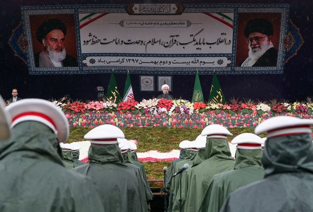 دکتر روحانی: ظرفیت بنادر ما در رژیم گذشته 19 میلیون تن و امروز 234 میلیون تن است/ تولیدات محصولات کشاورزی 5 برابر شده است/ هرچه راه را برای حضور همه افکار آماده کنیم، نظام مستحکمتر خواهد شد