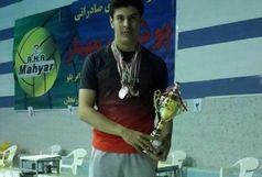 آرین صلواتی نشان طلای رقابت های نجات غریق قهرمانی مناطق شش گانه کشور را کسب کرد
