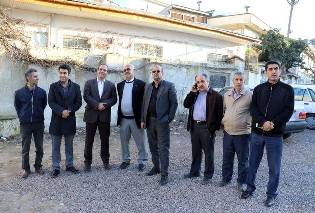 تخریب و آزاد سازی ملک واقع در مسیر خیابان 22 آبان به کاشف شرقی لاهیجان