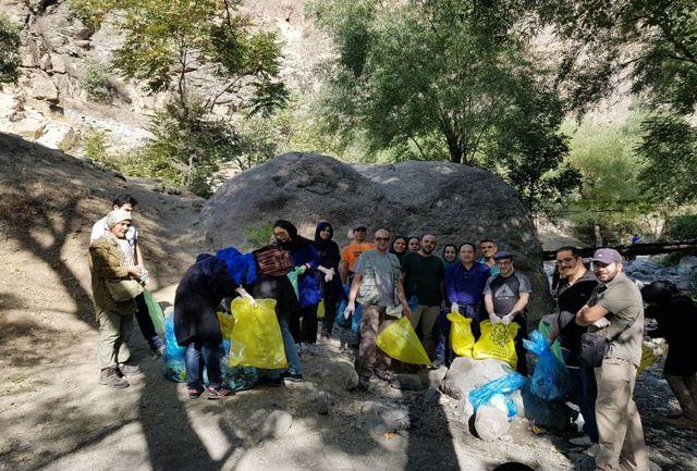 جمعآوری زباله در محور دارآباد توسط اعضای شورای شهر و فعالان محیط زیستی