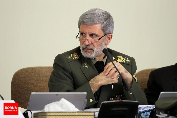 وزارت دفاع از سر ریز دانش متخصصان خود برای توسعه کشور استفاده میکند