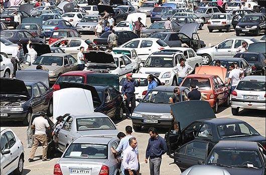 مردم خودرو نخرند/ برای جلوگیری از سودجویی دلالان، ماشین با سند غیرقابل انتقال تحویل دهیم/ قیمت جهانی خودرو کاهش یافته و در ایران افزایش