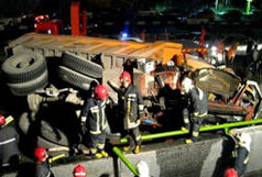 1 کشته و 13 زخمی در پی واژگونی خودروی حامل کوهنوردان