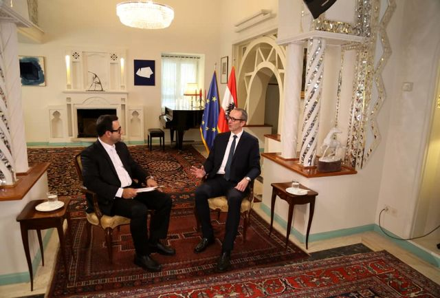 سفیر اتریش را در اقامتگاهش در ایران ببینید
