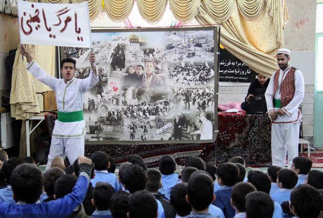 نمایش پرده خوانی انقلاب در مدارس قم به روایت تصویر