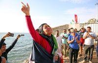 دختر ایرانی رکورد جهانی شنا با دست بسته را جابجا کرد